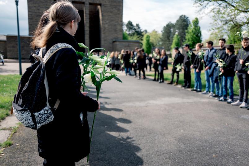 Trauerfeier für Körperspender, Studierende stehen Spalier