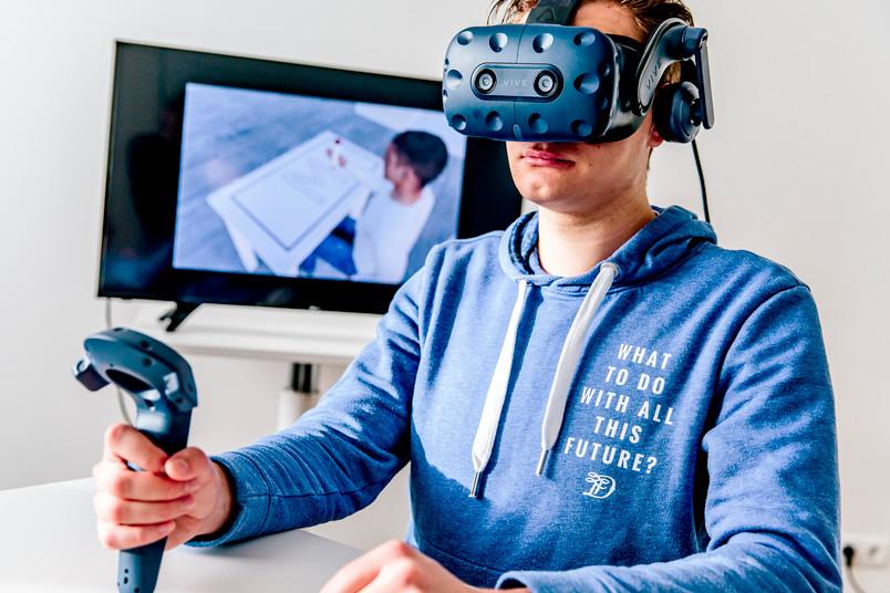 Mensch mit VR-Brille