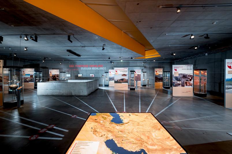 """Blick in die Ausstellung des DFG-SPP 2176: """"Das iranische Hochland. Resilienzen und Integration in vormodernen Gesellschaften"""" im Deutschen Bergbau-Museum Bochum"""