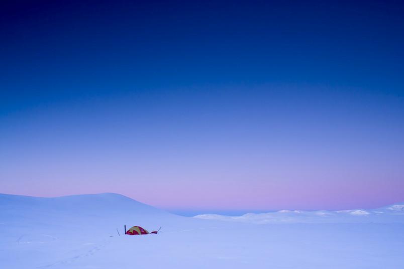 Einsames Zelt im Schnee