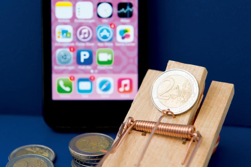 Gratis-Apps können zur Kostenfalle werden, wenn Programmierer sich durch sie Zugriff auf das Smartphone verschaffen.