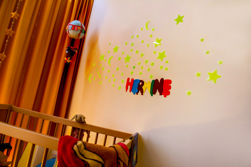 Phosphoreszierende Materialien machen sich nicht nur in Kinderzimmern gut. Sie kommen auch beim Fälschungsschutz zum Einsatz.