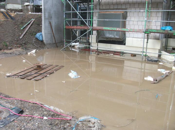 Wie groß das Ausmaß des Wasserschadens ist, wird momentan überprüft.