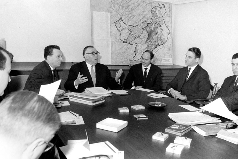 Sitzung der Gesamtheit der Professoren der RUB am 24. Februar 1964 im Sitzungssaal der Universitätsverwaltung, damals noch in der Friederikastraße