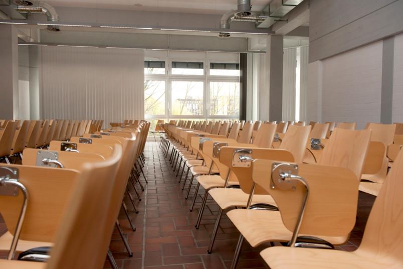 Dieser Seminarraum im neuen Uniforum bietet Platz für 155 Studierende.