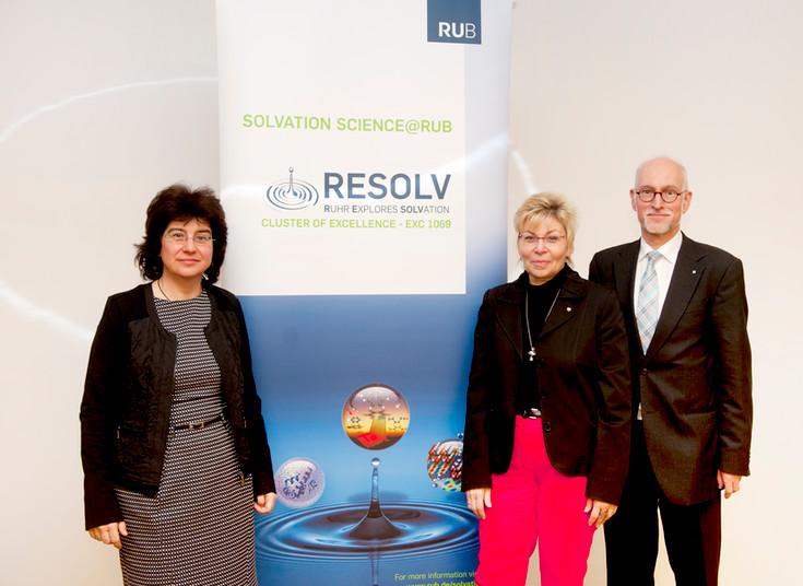 Resolv-Sprecherin Martina Havenith-Newen, NRW-Landtagspräsidentin Carina Gödecke und Rektor Elmar Weiler (von links) beim Neujahrsempfang im Beckmanns Hof