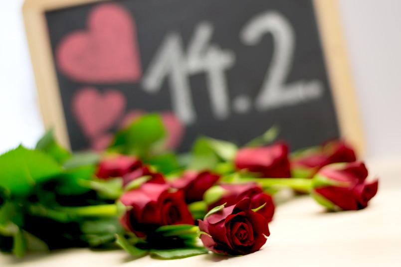 Zum Valentinstag am 14. Februar regnet es jedes Jahr rote Rosen.