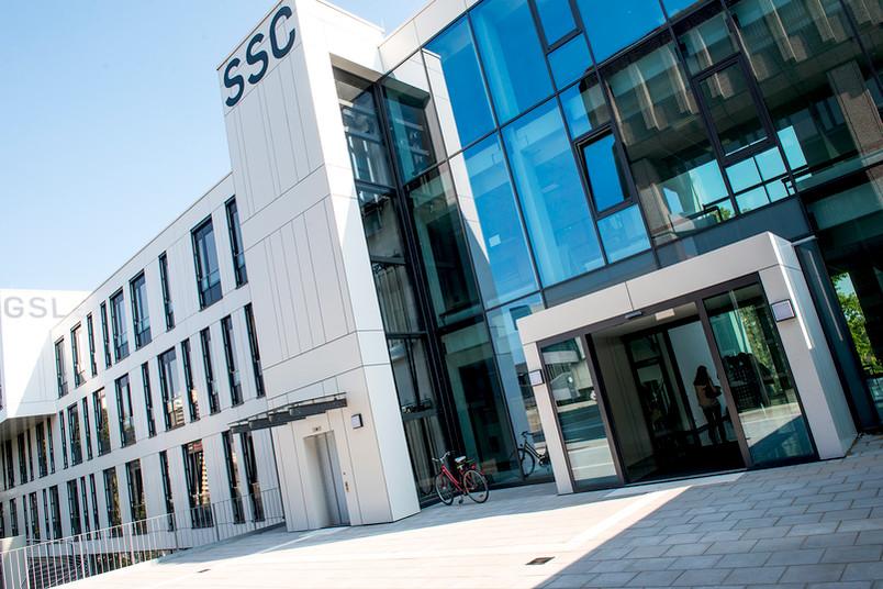 Architektonisch und handwerklich eine Herausforderung war das Studierenden-Service-Center unter anderem wegen der Nachbargebäude.