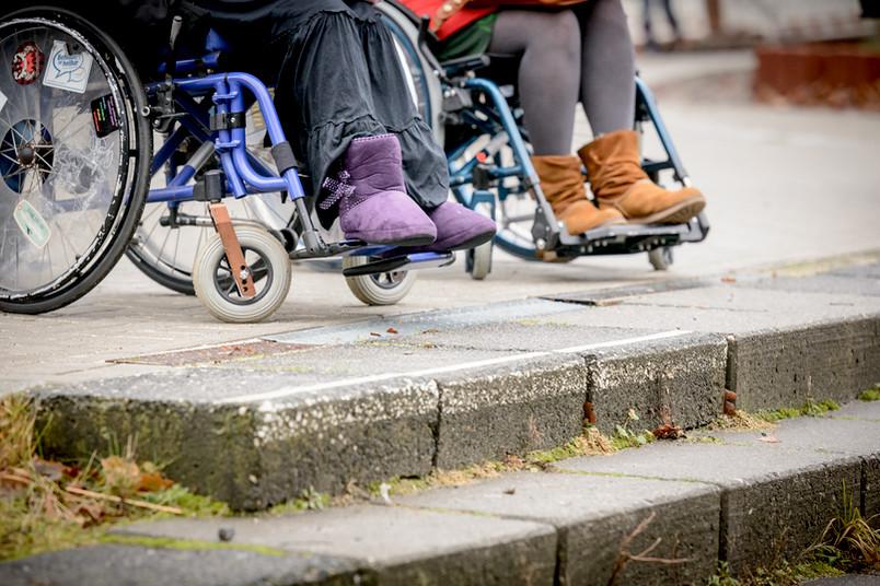 Campus mit Hanglage: Die Nachteile für Rollstuhlfahrer erschließen sich auf einen Blick.