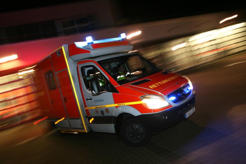 Ein Bochumer Rettungswagen rückt aus.