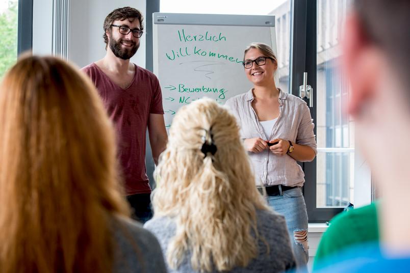 Studierende geben Schülern Insider-Tipps zum Studium an der RUB.