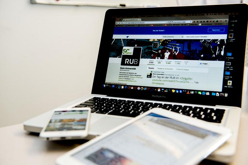 Verschiedene Endgeräte: Laptop, Tablet, Smartphone