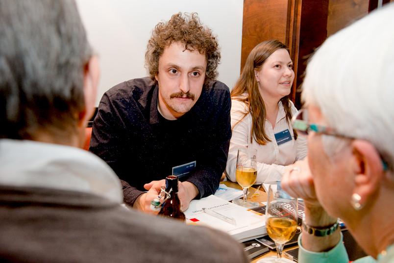 Benjamin Melzer und Anna Gansbergen diskutierten mit den Gästen über Flucht, Asylmigration und Integration.