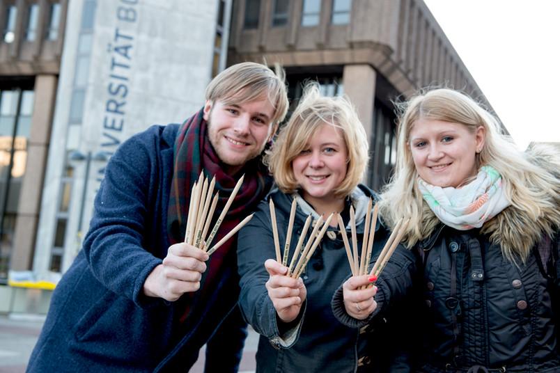 Sammelten Spenden auf dem Campus: Jan Gehm, Julia Kreuch und Sonja Lipperheide
