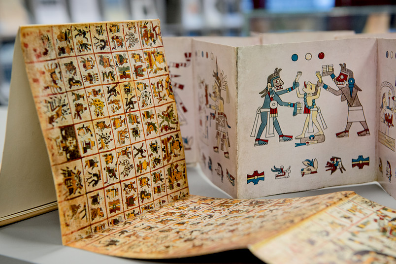 In der Bibliotheksausstellung zu sehen: Leporello mit altmexikanischen Schriften