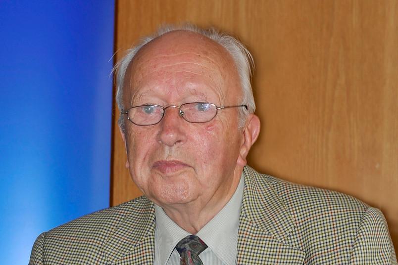 Siegfried Grosse starb am 17. Januar 2016 im Alter von 91 Jahren.