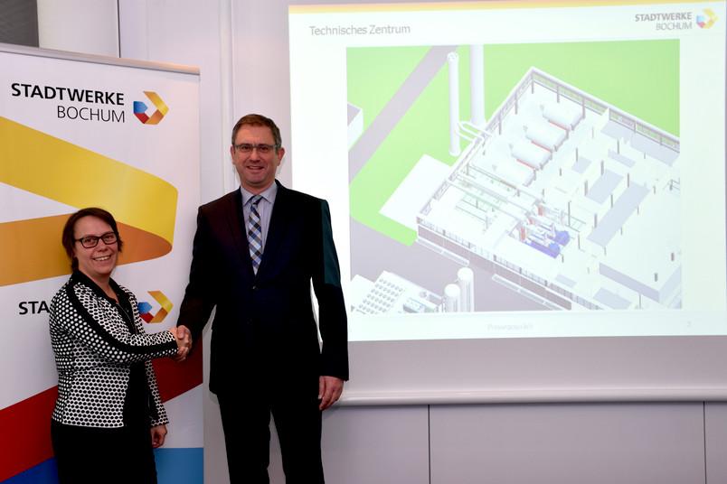 Stellten am 15. Februar die Pläne für die künftige Energieversorgung vor: RUB-Kanzlerin Christina Reinhardt und Dietmar Spohn, Geschäftsführer der Stadtwerke Bochum