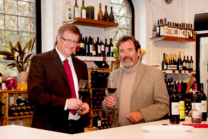 Prof. Dr. Klemens Störtkuhl (l.) und Andreas Krämer führen durch die Weinseminare.