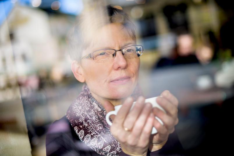 Bei einer Tasse Tee kann Gunda Werner ihre Gedanken ordnen. Das Ritual des Teetrinkens war auch auf ihrer Reise ein wichtiges Element. Es brachte sie den Menschen, die sie besuchte, näher.