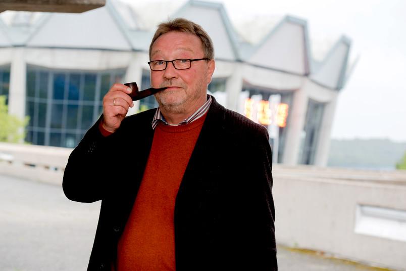 Werner Schwarz kurz vor seiner Pensionierung und mit seinem Markenzeichen: der Pfeife im Mund