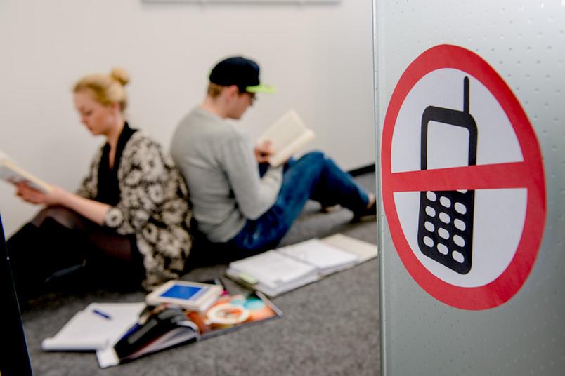 Strenge Regeln für bessere Lernbedingungen: Handys sind im Raum der Stille nicht erlaubt.