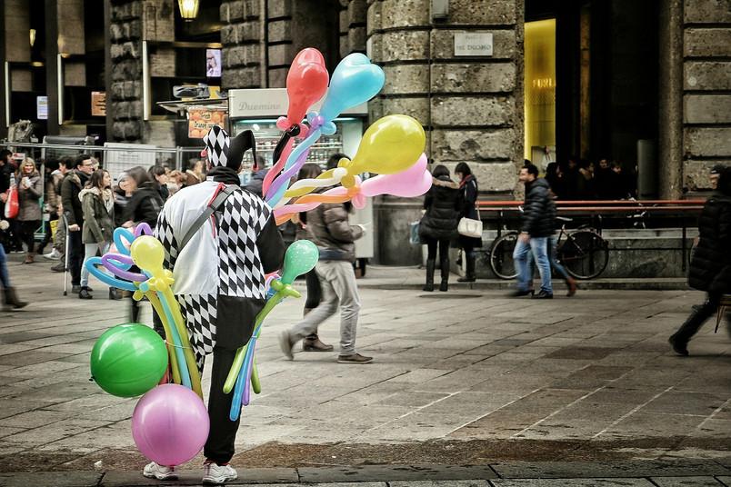 Es könnte immer schlimmer sein. Zum Beispiel ein Nebenjob als Clown, der in der Fußgängerzone Luftballons verteilt.