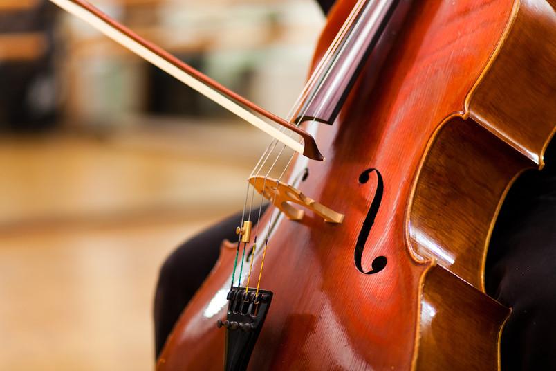 Rolf Petrich bringt Cello-Klänge ins Blue Square.