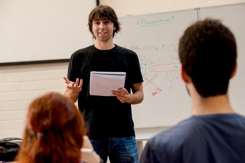 Deutsch als erste Fremdsprache: Immer mehr Kinder lernen erst in der Schule, Deutsch zu sprechen und zu schreiben.