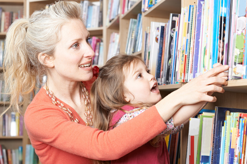 Die Familienbüros unterstützen Eltern und Kinder bei den Herausforderungen im Alltag.