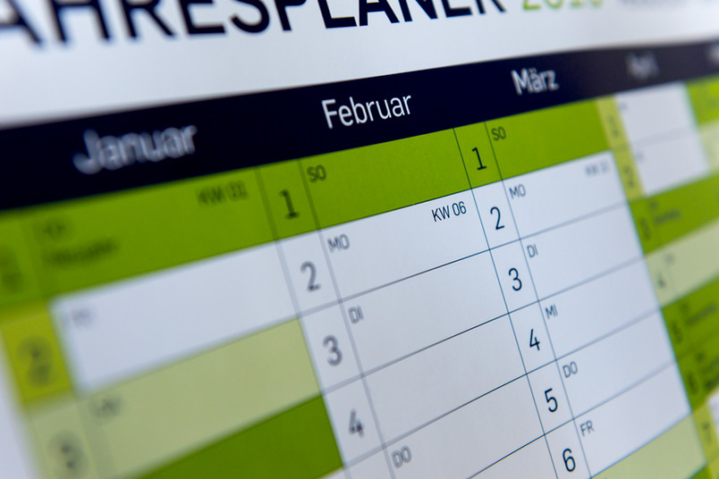 Wandkalender mit den Monaten Januar und Februar
