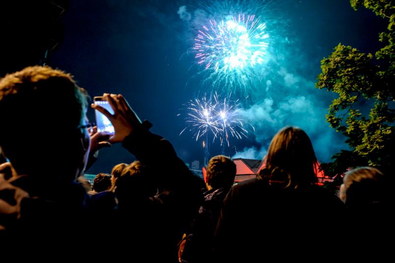 Bleibende Erinnerung: Das Feuerwerk 2016 ist spektakulär.