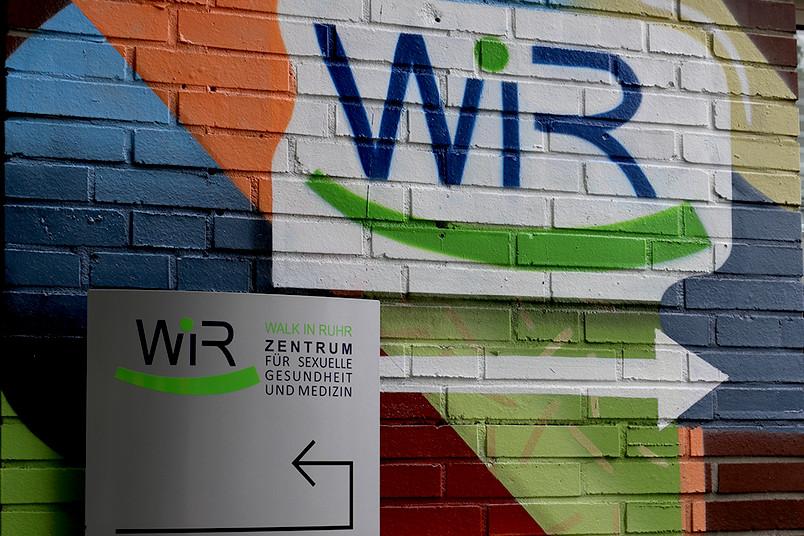 Bunt, gut sichtbar, offen für alle und in alle sexuellen Richtungen: das Zentrum für sexuelle Gesundheit und Medizin in Bochum