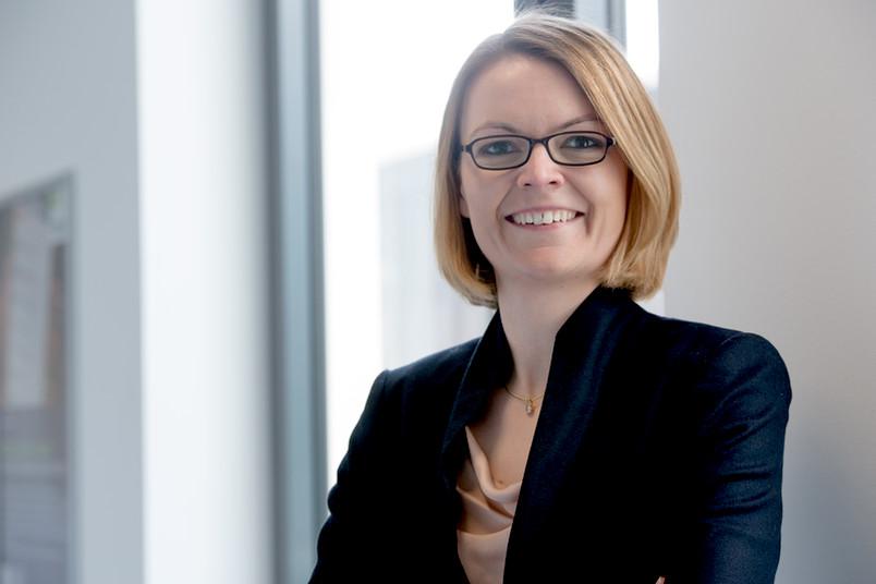 Katharina Uffmann hat in Bayreuth Rechtswissenschaften mit wirtschaftswissenschaftlichem Zusatz studiert.