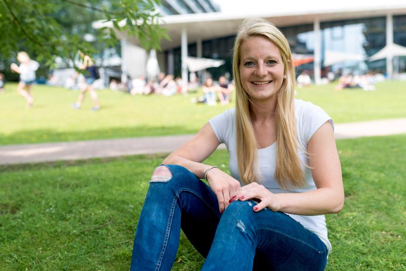 Entspannt auf dem Rasen sitzen – das gibt es bei Magdalena Richter selten.