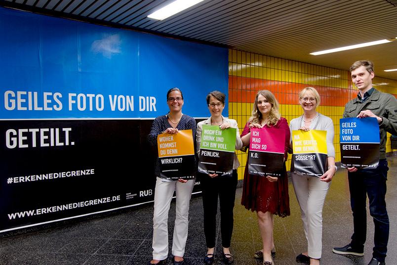 Großflächig plakatiert: Bei Bochum Total sind die Motive in der Innenstadt zu sehen - hier präsentiert von den Gleichstellungsbüros der RUB und der Stadt.