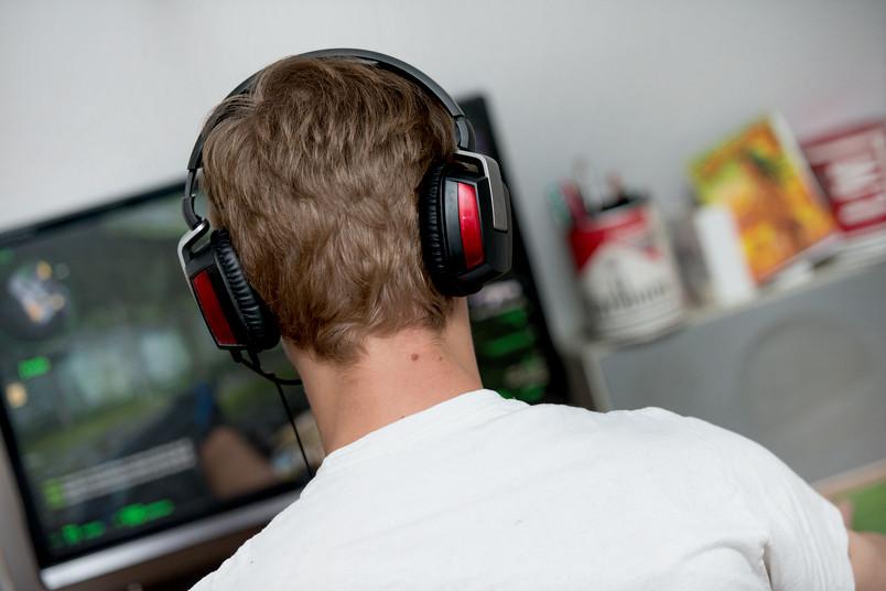 Mehr als eine halbe Million Menschen in Deutschland sind internetabhängig, viele davon von Online-Computerspielen.