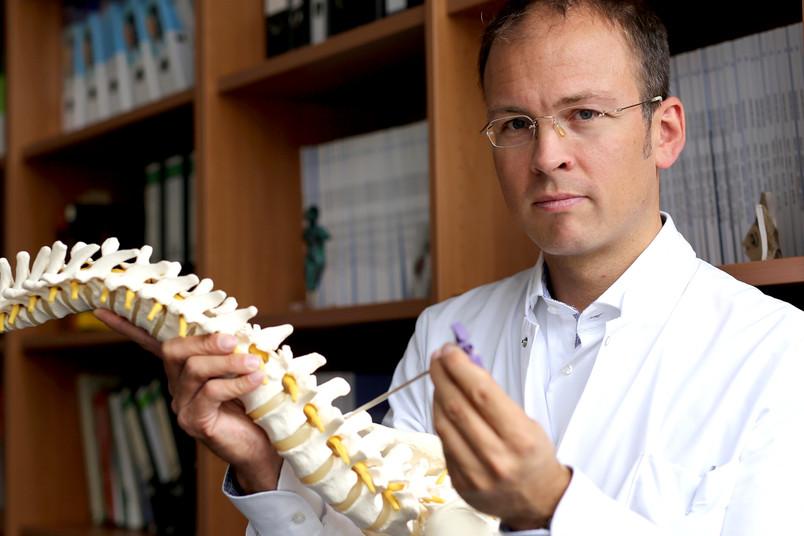 Tobias Schulte zählt zu den führenden Experten für Orthopädie.