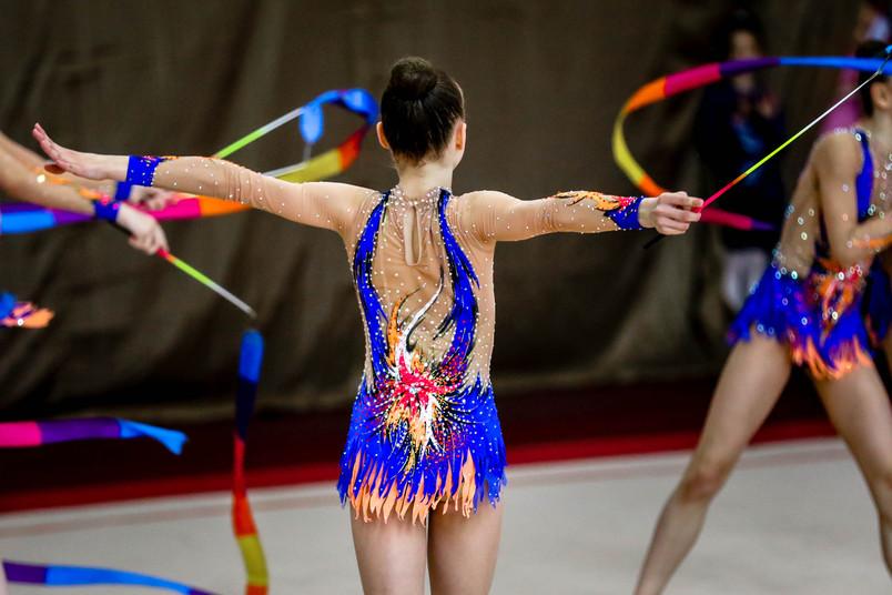 Hochleistungssport ist nicht unbedingt gesund. Athletinnen in der Rhythmischen Sportgymnastik stehen unter einem besonderen Druck.