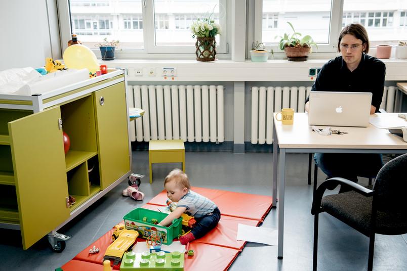 Im Einsatz: das mobile Kinderzimmer bei Prof. Dr. Lars Leichert in der Medizinischen Fakultät