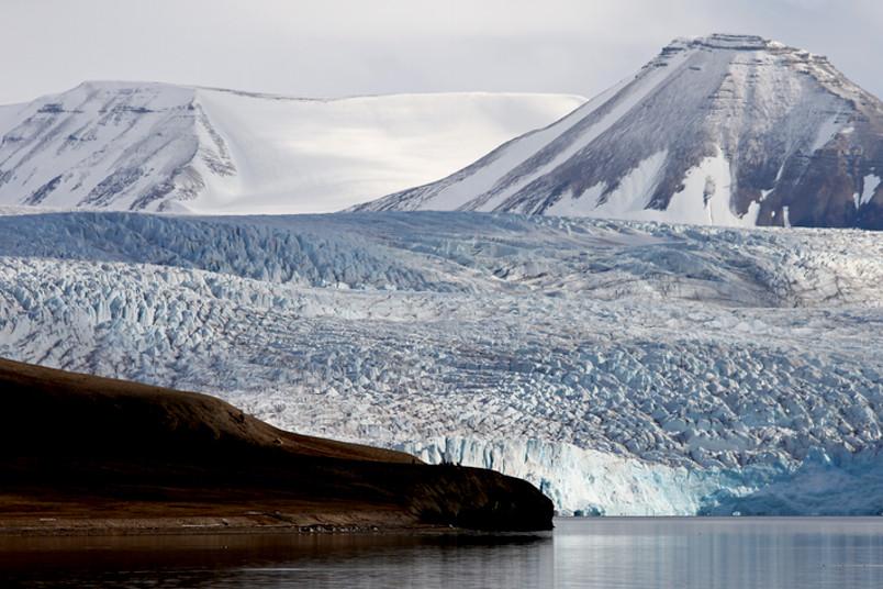 Eis und Schnee bestimmen das Leben auf Spitzbergen.
