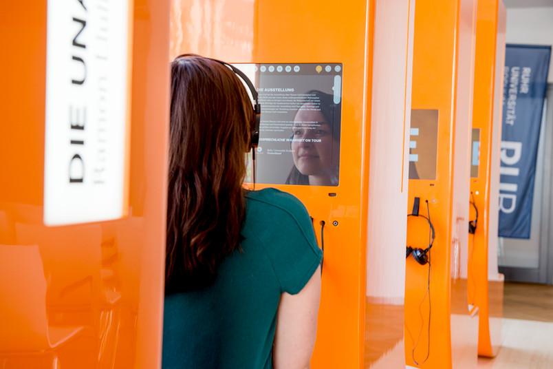 Auf interaktiven Bildschirmen können die Besucher Ramon Llulls Leben und Werk Revue passieren lassen.