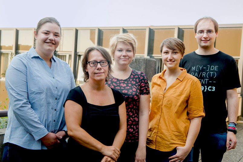 Vier Auszubildende der RUB werden von der Kanzlerin Christina Reinhardt geehrt.
