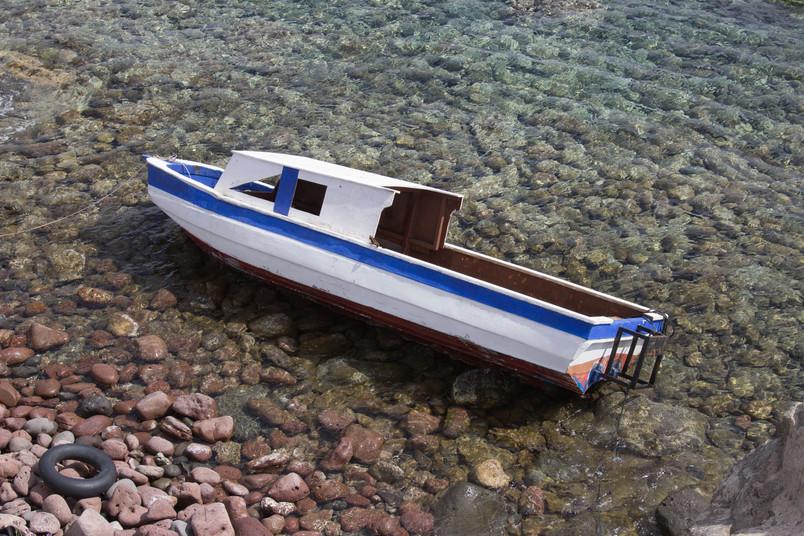 Verlassenes Flüchtlingsboot