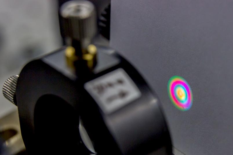 Technische Apparatur mit leuchtenden Farben