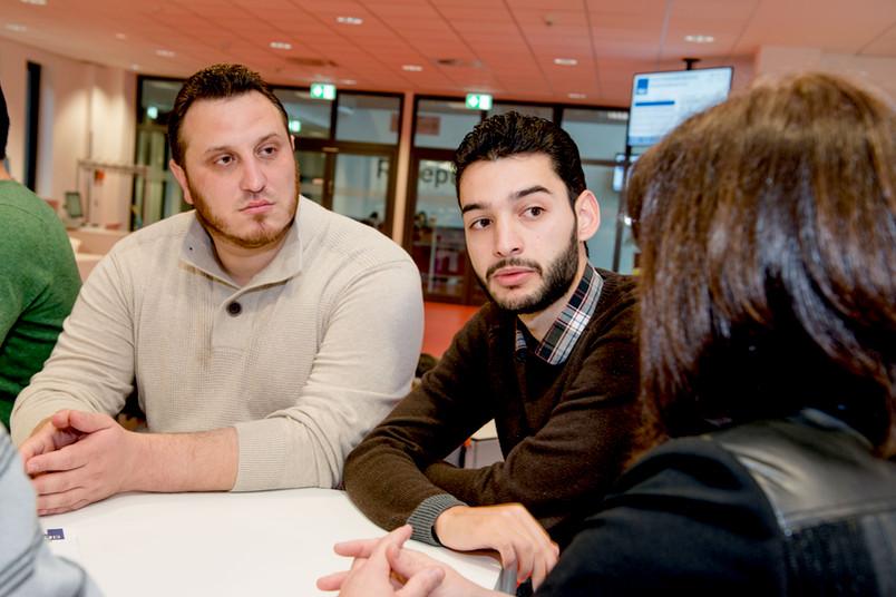 Studierende im  Gespräch.