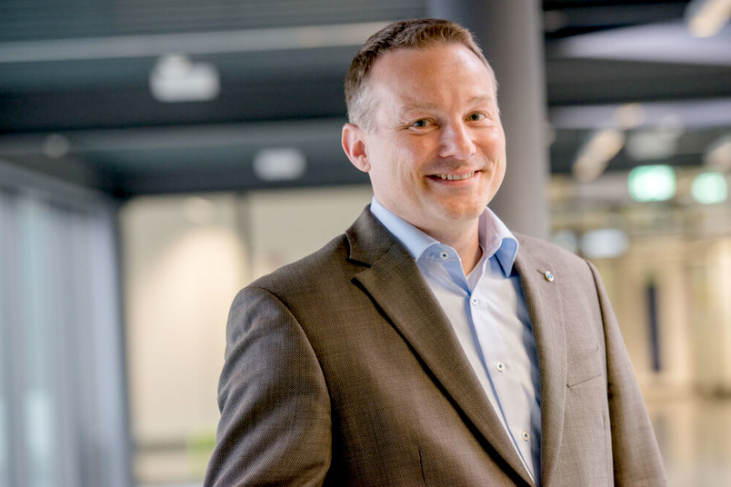<div> Prof. Dr. Alexander Hartmaier stellt den neuen Studiengang Materialwissenschaft vor.</div>