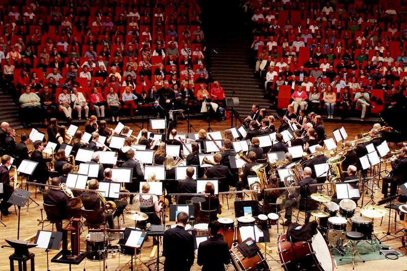 Das Sinfonische Blasorchester der Ruhr-Universität bei einem Auftritt im Audimax