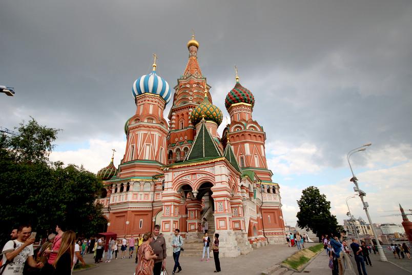 Die bunte Basilius-Kathedrale auf dem Roten Platz in Moskau