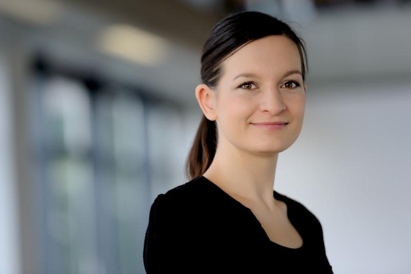 Porträt von Julia Sprenger.
