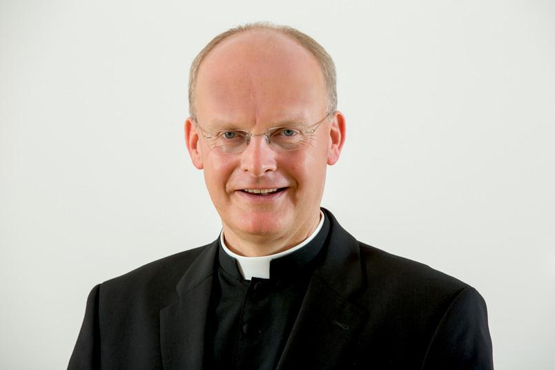 Porträt eines etwa 50-jährigen Mannes in kirchlicher Kleidung